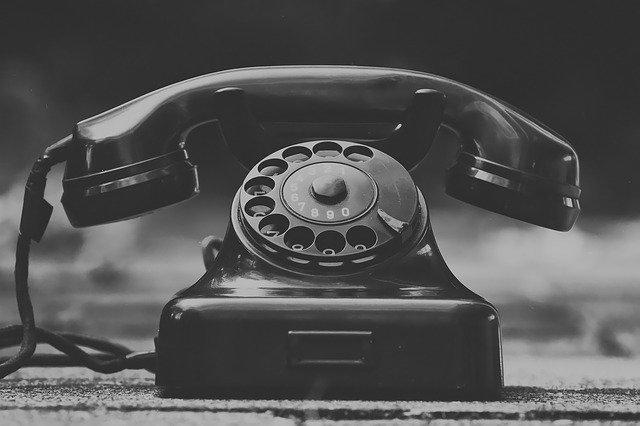 Vanhan ajan pyöritettävä puhelin